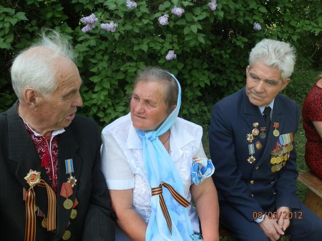 Вшановуючи ветеранів (P5081038.JPG)