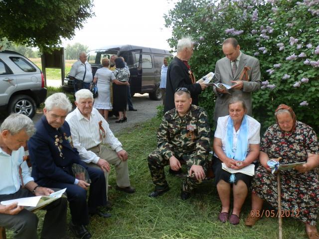 Вшановуючи ветеранів (P5081061.JPG)